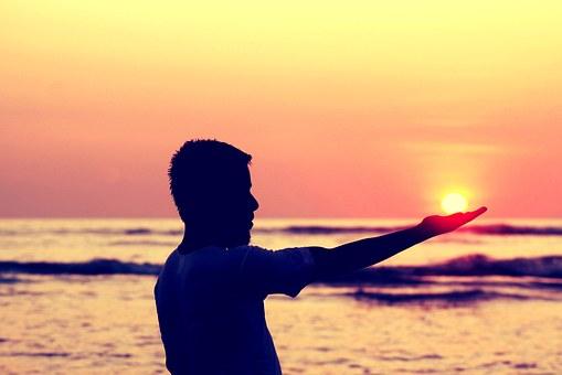 sun-in-hand-693382__340